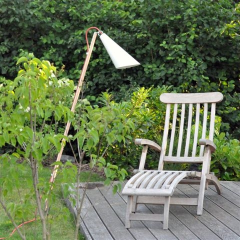 domus pit out licht freude. Black Bedroom Furniture Sets. Home Design Ideas