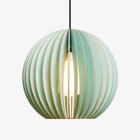 Holz-Lampe-AION-blau-Textilkabel-schwarz