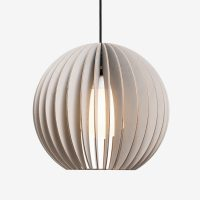 Holz-Lampe-AION-grau-Textilkabel-schwarz