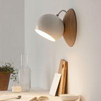 ORBIT-Wandlampe-aus-Holz-EICHE-leuchtend-magnetisch-verstellbar